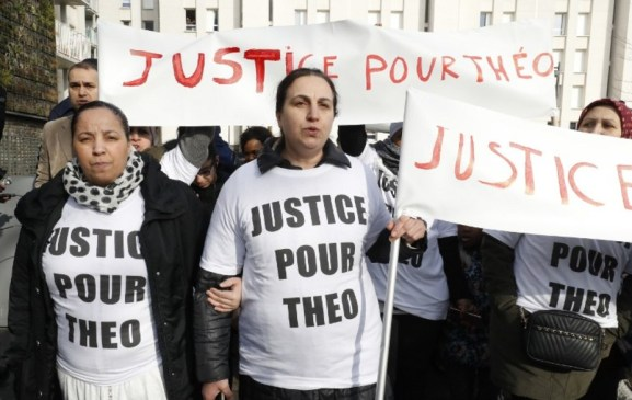 FRANCE-POLICE-SUBURBS-RAPE-DEMO