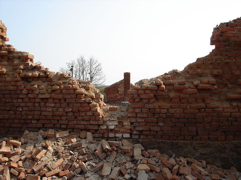 800px-Ruins_of_brick_building,_2006.5